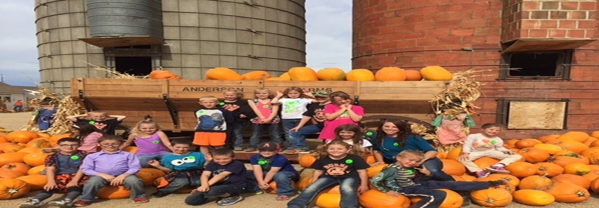 Burns Elementary Students at the Pumpkin farm
